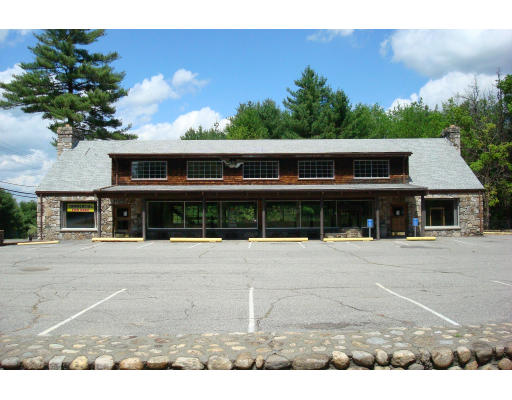 Commercial للـ Sale في 1 River Road 1 River Road Sturbridge, Massachusetts 01566 United States