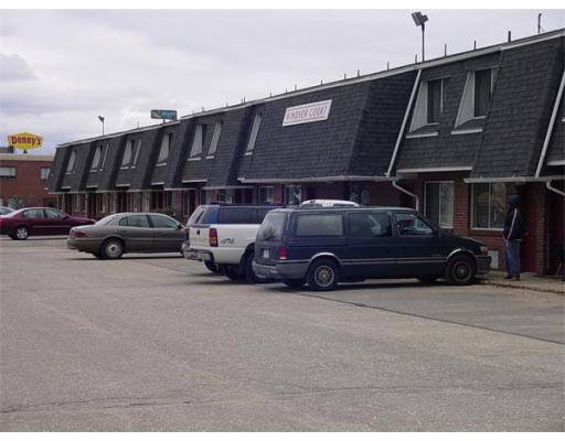 Многосемейный дом для того Продажа на 470 Memorial Drive 470 Memorial Drive Chicopee, Массачусетс 01020 Соединенные Штаты