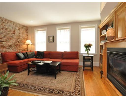 Townhome / Condominium for Rent at 150 Salem Street Boston, Massachusetts 02113 United States