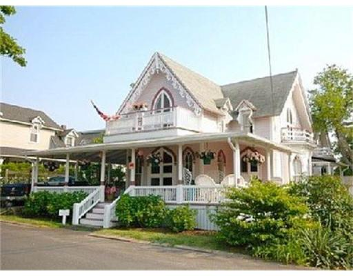Casa Unifamiliar por un Alquiler en 28 Narragansett Ave, OB504 Oak Bluffs, Massachusetts 02557 Estados Unidos