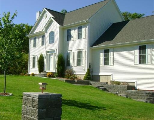 Casa Unifamiliar por un Alquiler en 21 Sabina Cir #N/A 21 Sabina Cir #N/A Leicester, Massachusetts 01542 Estados Unidos