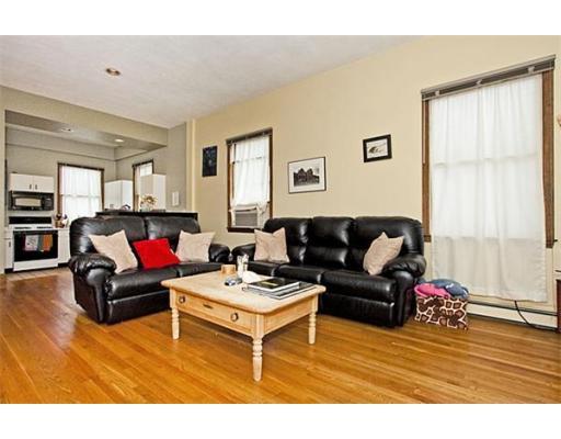 Townhome / Condominium pour l à louer à 172 Bunker Hill Street 172 Bunker Hill Street Boston, Massachusetts 02129 États-Unis