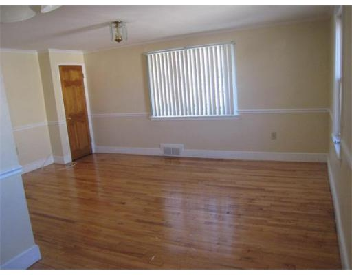 Additional photo for property listing at 70 Clifford St #2 70 Clifford St #2 Boston, Massachusetts 02136 États-Unis
