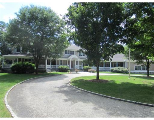 7 Woodridge Rd, Medfield, MA 02052