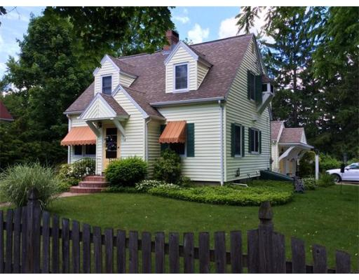 18  Summit St,  South Hadley, MA