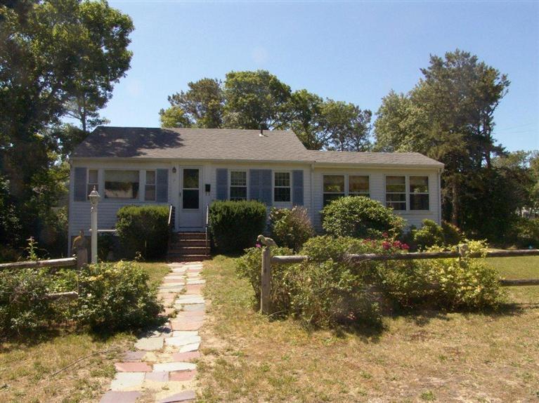 11  Oak Bluffs Rd,  Yarmouth, MA