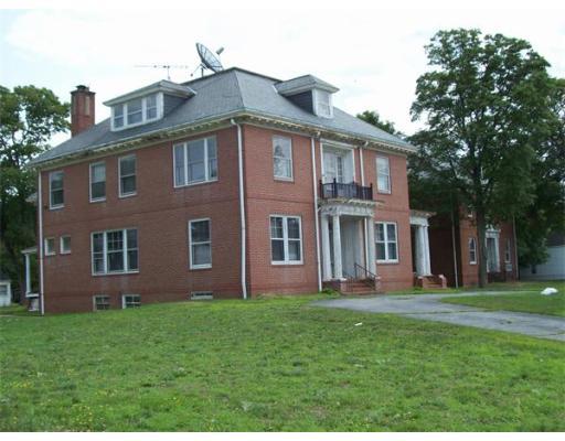 Commercial pour l Vente à 377 Bay Street Taunton, Massachusetts 02780 États-Unis
