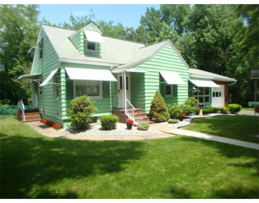 34  Queen Cir,  South Hadley, MA
