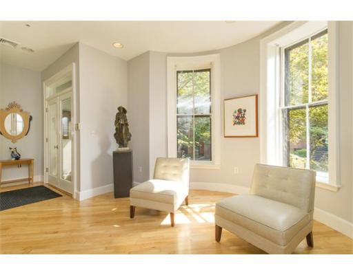 Condominium/Co-Op for sale in PRIVATE ENTRANCE UNIT ON THE SQUARE, PRIVATE South End, Boston, Suffolk