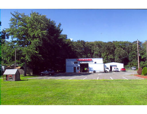 Commercial pour l Vente à 450 New Ludlow Road Chicopee, Massachusetts 01020 États-Unis