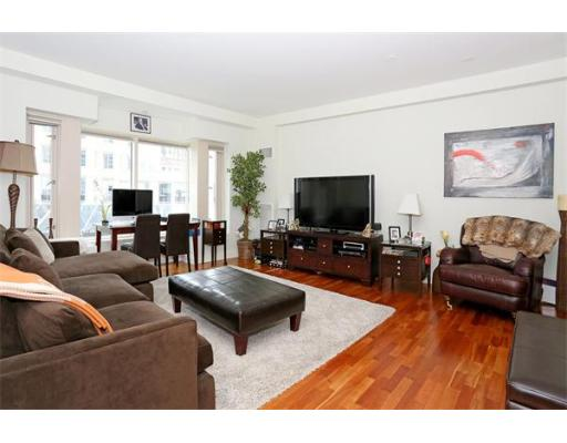Condominium/Co-Op for sale in 100 Belvidere Street Back Bay, Boston, Suffolk