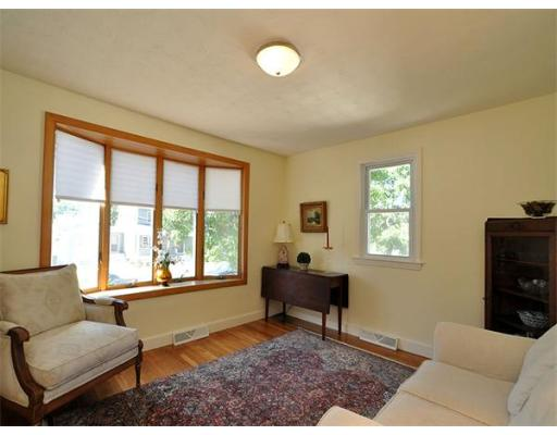 Additional photo for property listing at 18 Ridgeway Street 18 Ridgeway Street Dedham, Massachusetts 02026 États-Unis