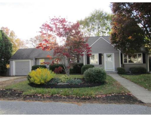105  Edgewater Dr,  Framingham, MA