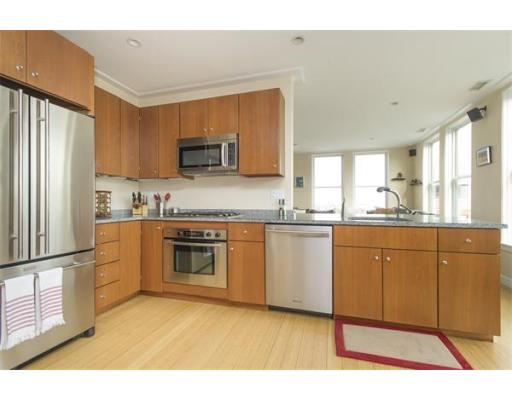 Additional photo for property listing at 335 W 2nd Street 335 W 2nd Street Boston, Massachusetts 02127 Estados Unidos