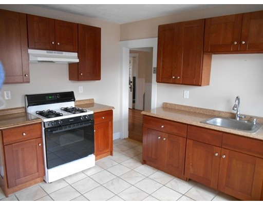 شقة للـ Rent في 172 Vassall St #2 172 Vassall St #2 Quincy, Massachusetts 02170 United States