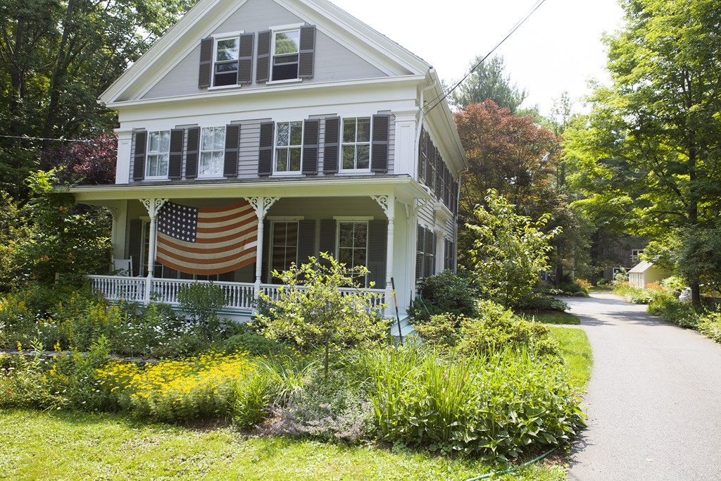 $980,000 - 4Br/3Ba -  for Sale in Holliston