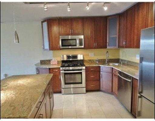 Additional photo for property listing at 9 Hawthorne Place 9 Hawthorne Place Boston, Massachusetts 02114 États-Unis