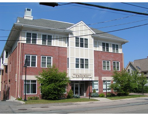 Commercial pour l Vente à 9 Summer Street 9 Summer Street Franklin, Massachusetts 02038 États-Unis