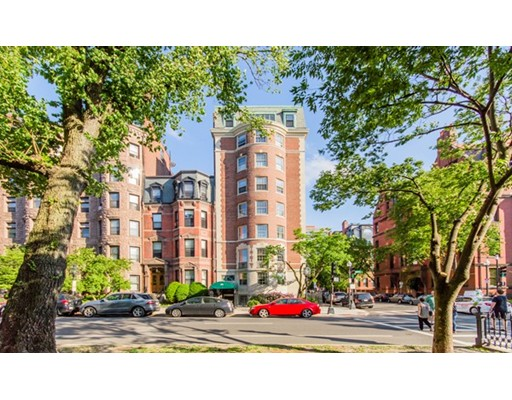 Condominium/Co-Op for sale in 192 Commonwealth Avenue Back Bay, Boston, Suffolk