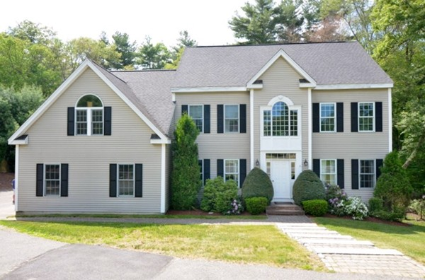 $675,000 - 4Br/3Ba -  for Sale in Holliston