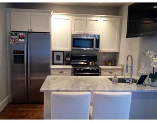 Additional photo for property listing at 252 Bowen Street 252 Bowen Street Boston, Massachusetts 02127 États-Unis