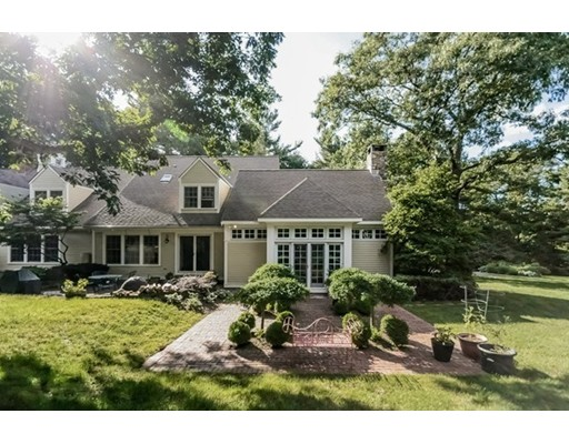 Casa Unifamiliar por un Venta en 15 Don Byrne Way Hamilton, Massachusetts 01982 Estados Unidos