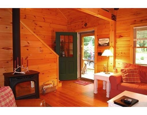 Casa Unifamiliar por un Venta en 248 OWLS NEST LANE 248 OWLS NEST LANE Tolland, Massachusetts 01034 Estados Unidos