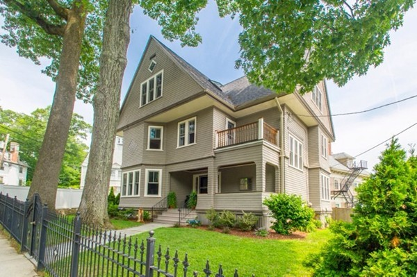 $1,750,000 - 5Br/4Ba -  for Sale in Brookline