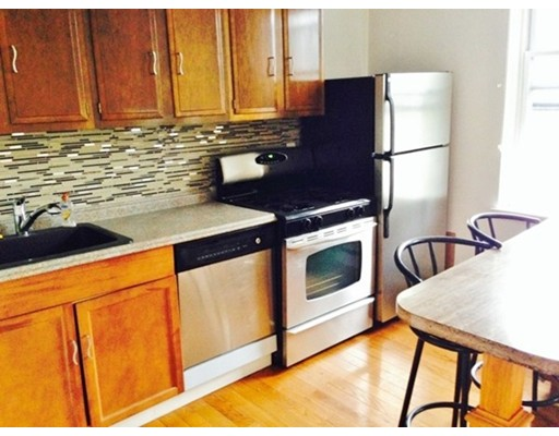 Additional photo for property listing at 9 Bowdoin Street 9 Bowdoin Street Boston, Massachusetts 02114 Estados Unidos