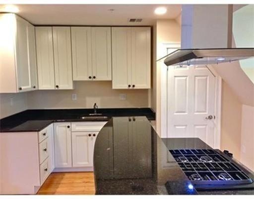 Additional photo for property listing at 81 Summer Street  Stoughton, Massachusetts 02072 Estados Unidos