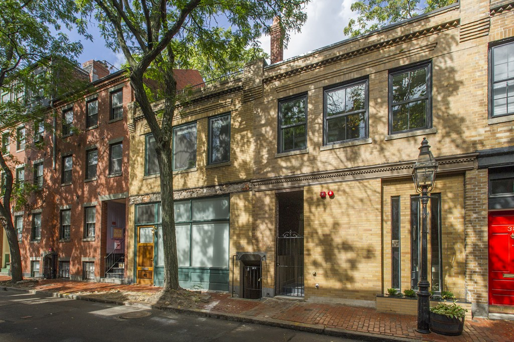 $1,875,000 - 2Br/3Ba -  for Sale in Boston