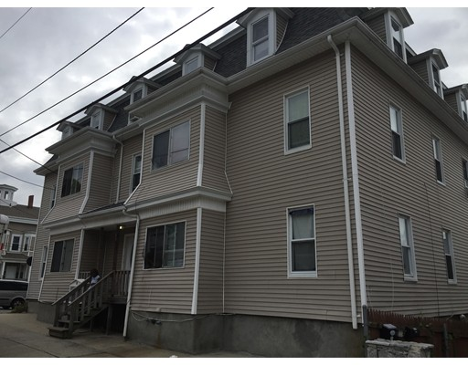 Casa Multifamiliar por un Venta en 84 Danforth Street Fall River, Massachusetts 02720 Estados Unidos