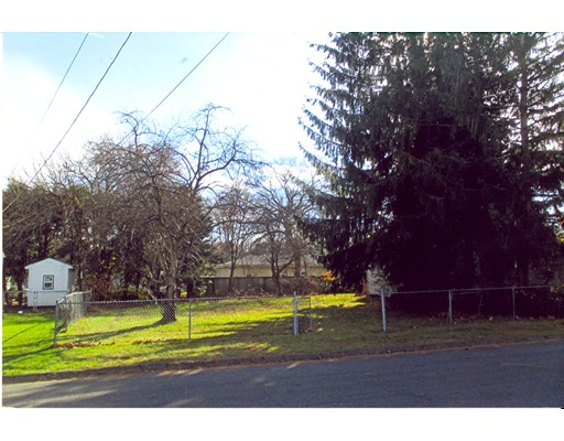 Upland Road, Holyoke, MA 01040