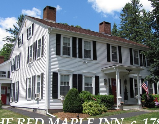 Maison unifamiliale pour l Vente à 217 Main Street Spencer, Massachusetts 01562 États-Unis