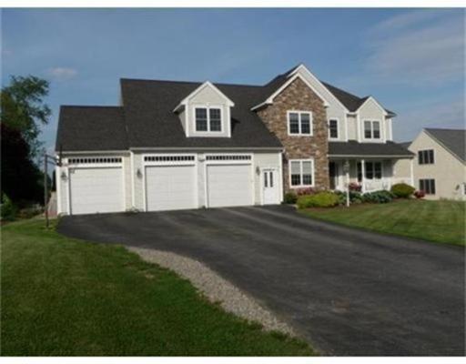 Частный односемейный дом для того Продажа на 347 Howard Street Northborough, Массачусетс 01532 Соединенные Штаты
