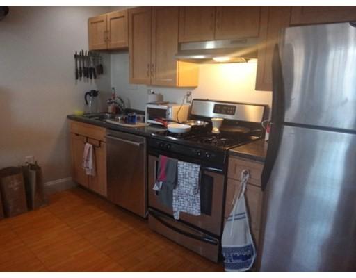 Casa Unifamiliar por un Alquiler en 147 Marcella Street Boston, Massachusetts 02119 Estados Unidos