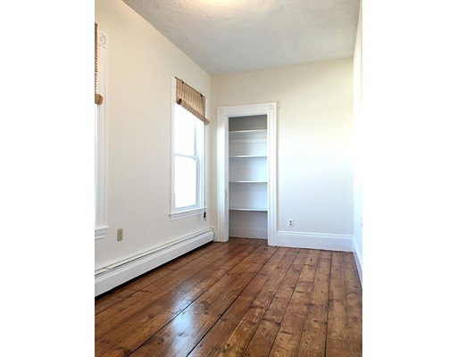 Additional photo for property listing at 319 Dorchester Street 319 Dorchester Street Boston, Massachusetts 02127 États-Unis
