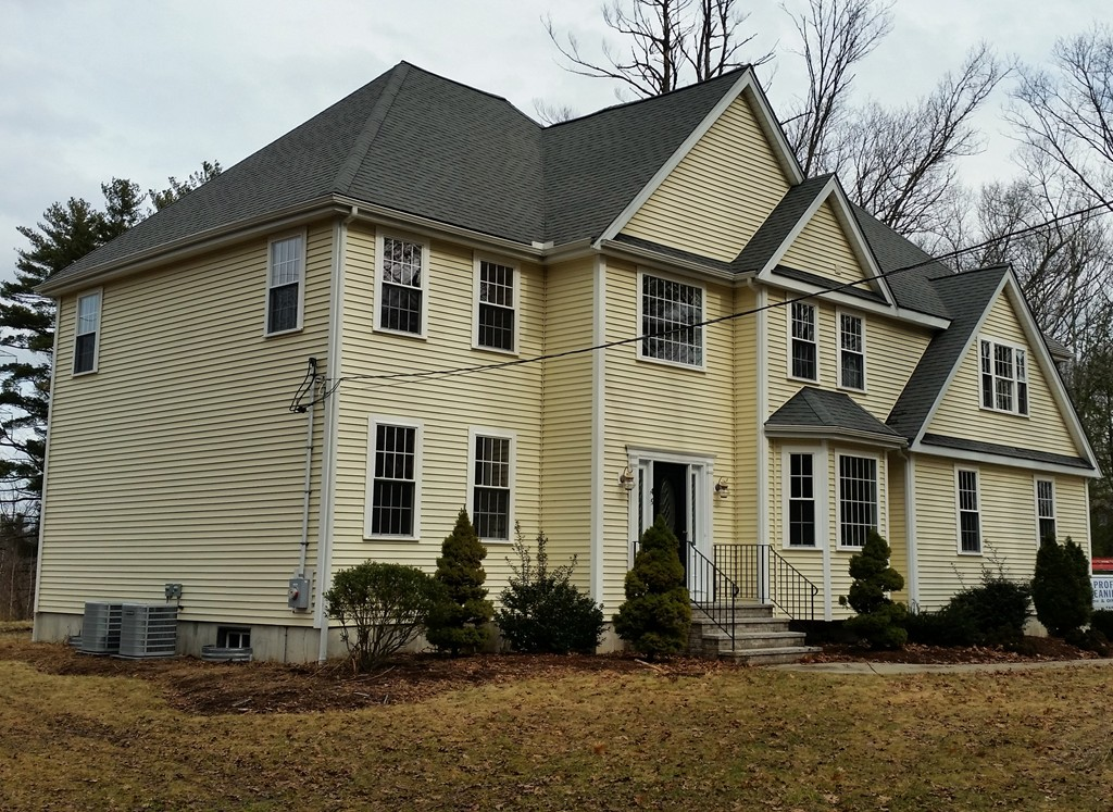 $724,999 - 4Br/3Ba -  for Sale in Holliston
