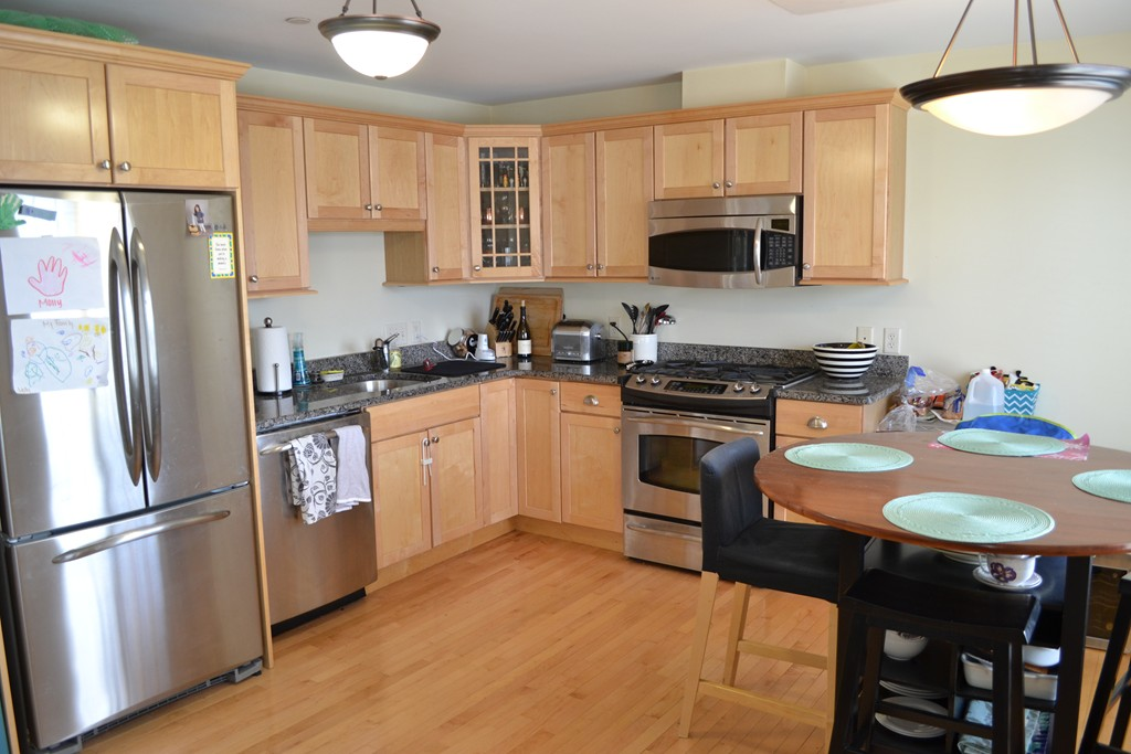 - 2Br/2Ba -  for Sale in Needham