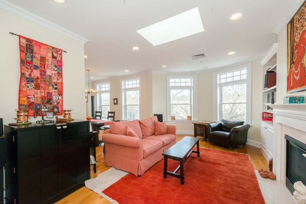 $975,000 - 3Br/2Ba -  for Sale in Brookline