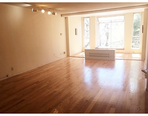 Additional photo for property listing at 99 Pond Avenue 99 Pond Avenue Brookline, Massachusetts 02445 États-Unis
