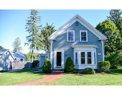 Single Family Home for Sale at 10 Dover Street Norwell, Massachusetts 02061 United States
