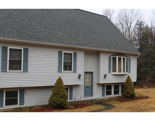Casa Unifamiliar por un Venta en 113 Skyline Trail 113 Skyline Trail Middlefield, Massachusetts 01243 Estados Unidos
