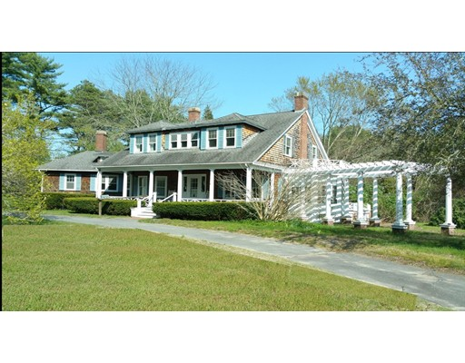 Maison unifamiliale pour l Vente à 5 Island Farm Road Carver, Massachusetts 02330 États-Unis