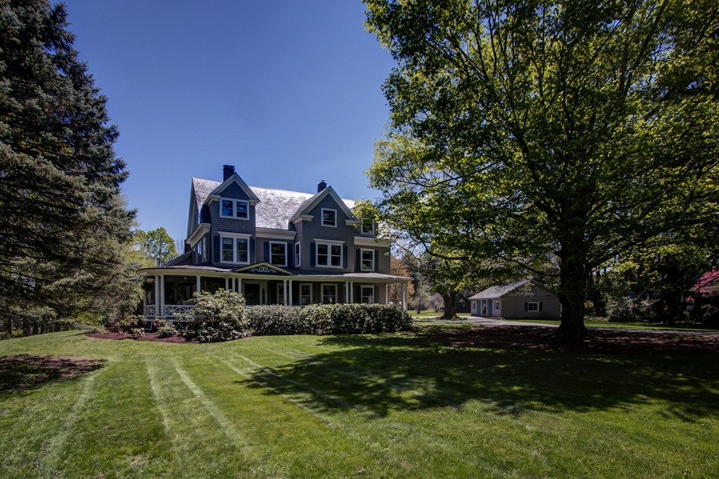 $919,900 - 5Br/4Ba -  for Sale in Holliston