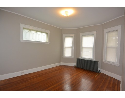 Additional photo for property listing at Grampian Way Grampian Way Boston, Massachusetts 02125 États-Unis
