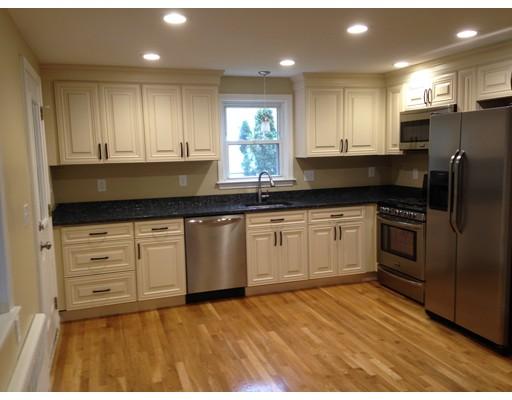 Maison unifamiliale pour l Vente à 292 Page Street Avon, Massachusetts 02322 États-Unis