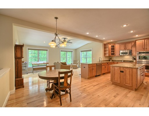 Single Family Home for Sale at 94 Bayberry Hill Road Townsend, Massachusetts 01474 United States