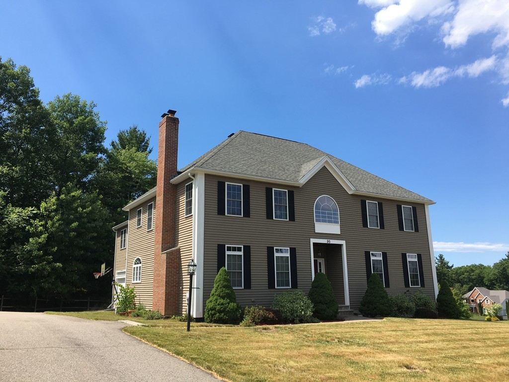 $729,900 - 4Br/3Ba -  for Sale in Holliston