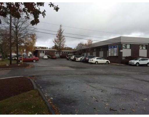 Commercial pour l Vente à 966 Park Stoughton, Massachusetts 02072 États-Unis